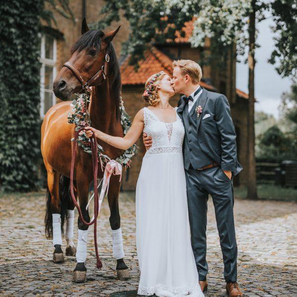 hochzeitsfotograf dortmund weddingphotography nrw hochzeitspaar mit pferd
